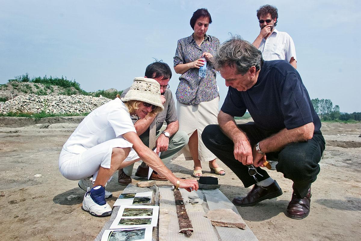 A Seuso-palota romjait kutató régészek a nyolcvanas években