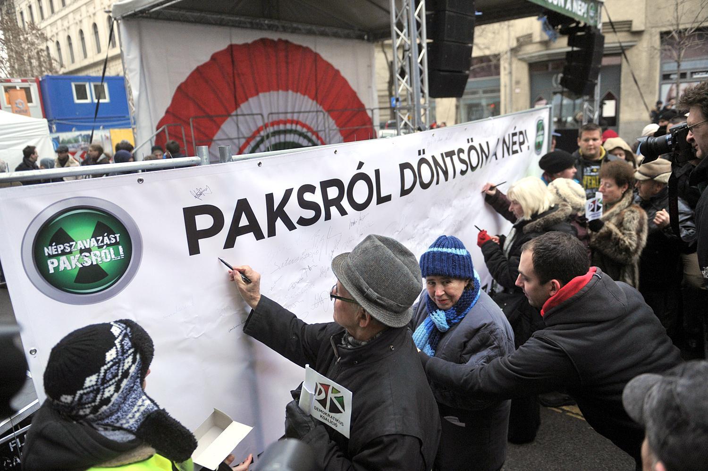Paksról is kezdeményeztek népszavazást