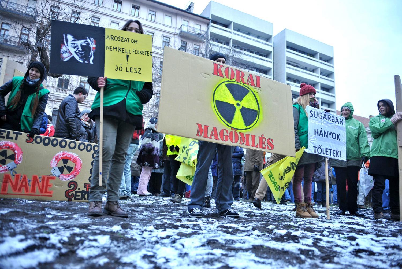 Tüntetés a paksi döntés ellen 2014 februárjában