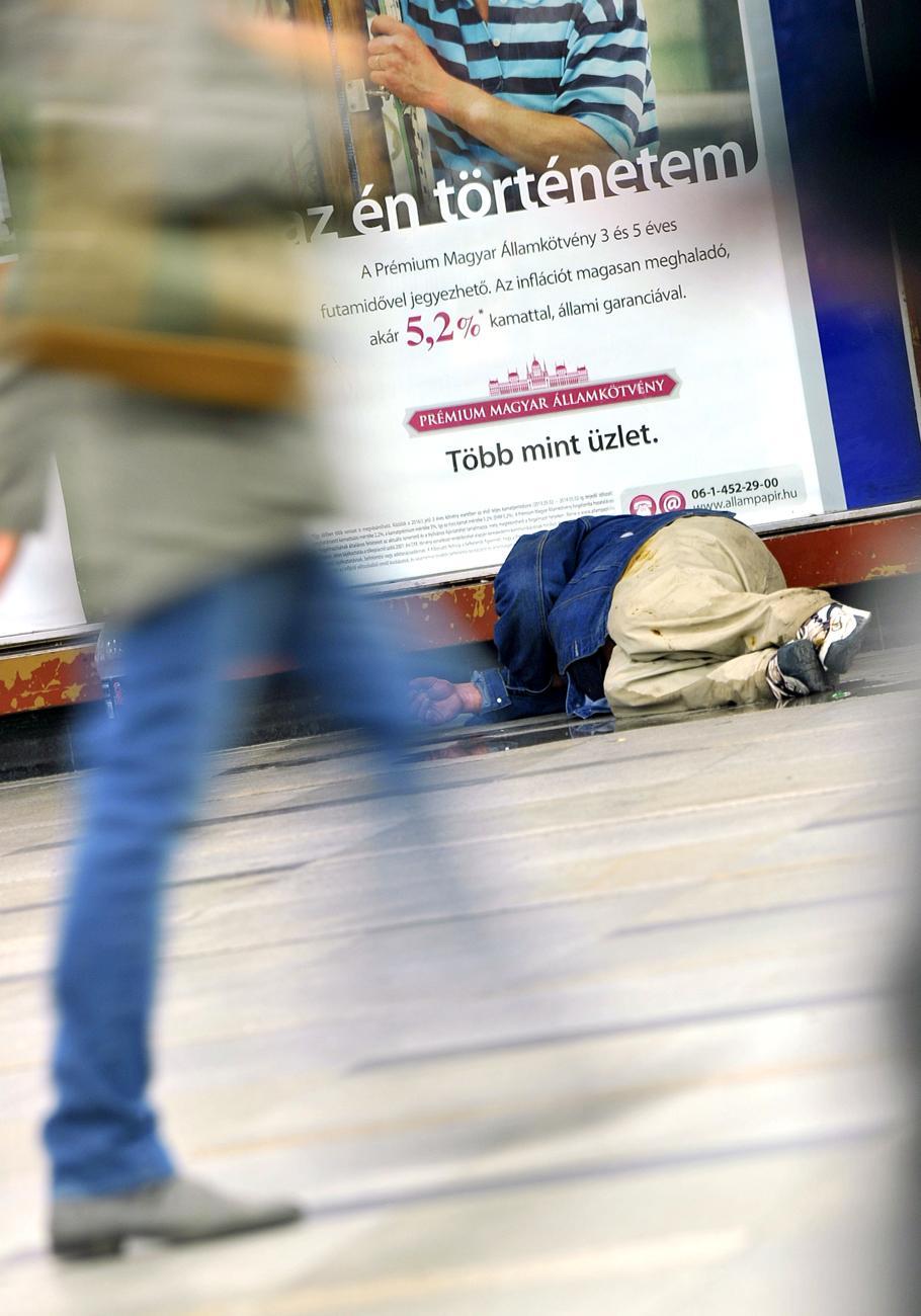 A hajléktalanokba még egyet rúgnak