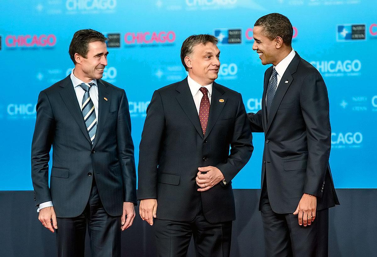 Anders Fogh Rassmussen volt NATO-főtitkár, Orbán és Barack Obama amerikai elnök az észak-atlanti szervezet tavalyelőtti chicagói csúcsán. Az amerikaiakat csak az érdekli, hogy a budapesti példa ne terjedjen