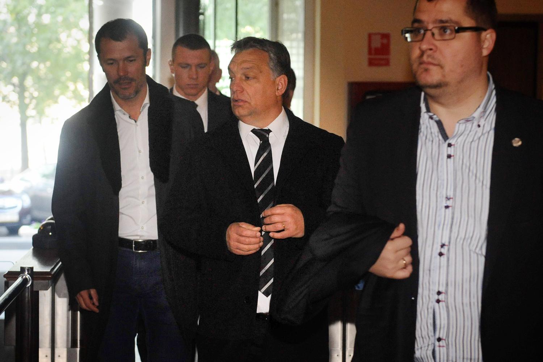 Orbán belejt a frakcióülésre