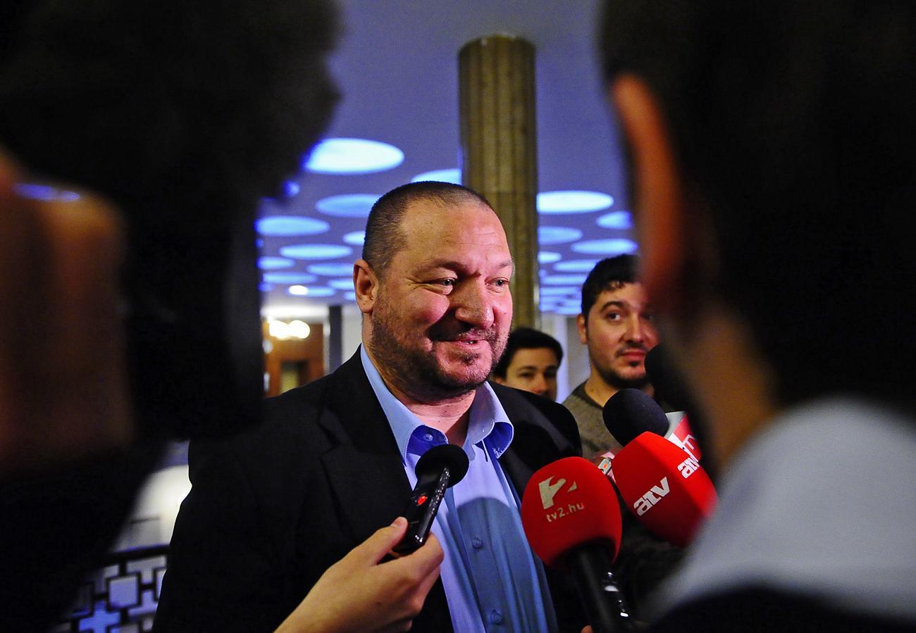 Németh Szilárd elismerte, hogy járatlan a diplomáciában, majd a külügy besegít