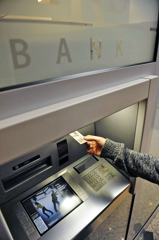 """Milliók számára ma is elérhetetlen az ATM, ők mostantól akár ezer forintnál is többet fizethetnek az """"ingyenes"""" pénzfelvételért"""