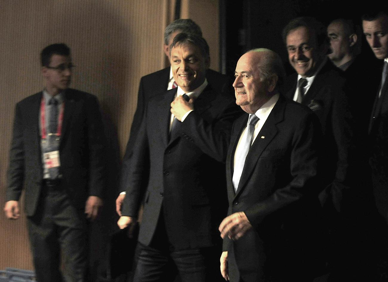 A magyar kormányfő Sepp Blatter FIFA-elnökkel 2012-ben