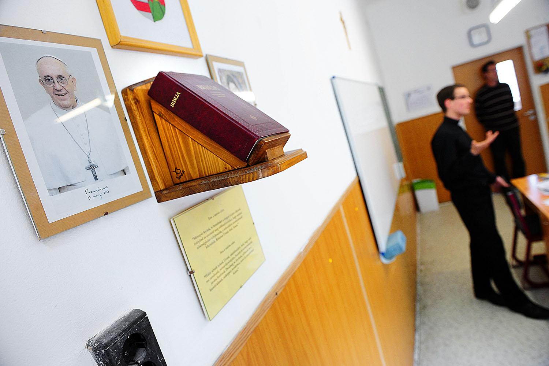 Szigorú előírások alól kaptak felmentést az egyházi iskolák