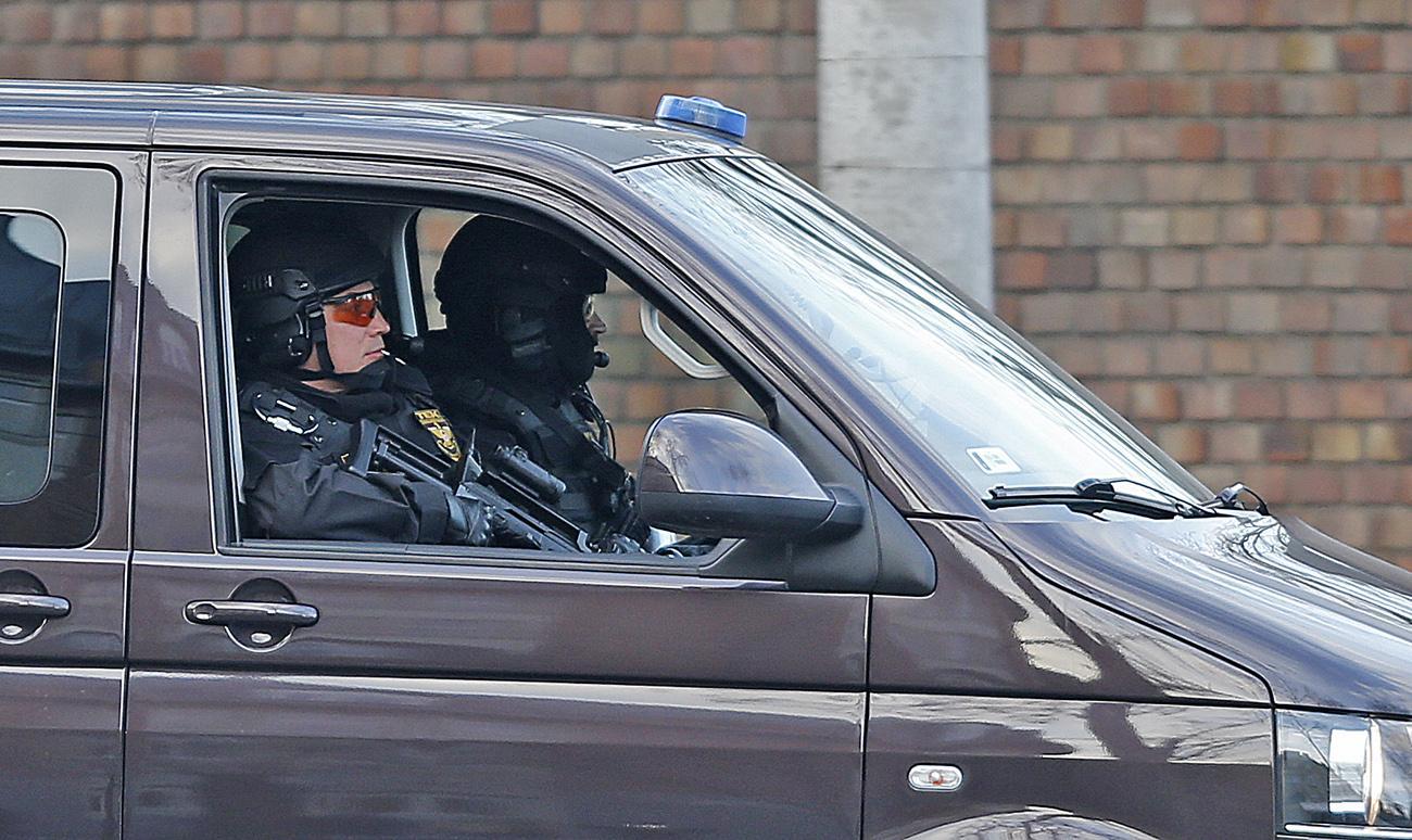 Kommandósok kísérik az államfői konvojt