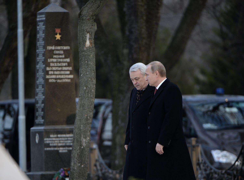 Putyin a Fiumei úti sírkertben