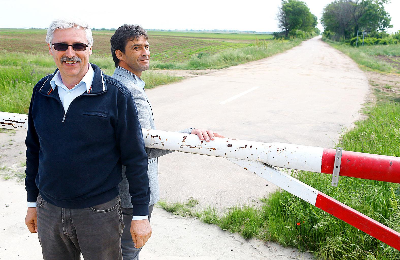 Az eleki és az ottlakai polgármester találkozik a határsorompónál