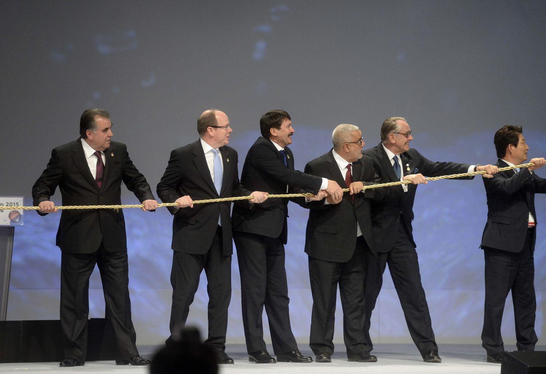 A dél-koreai Teguban, a 7. Víz Világfórumon. A miniszterelnökkel nem meri vállani a kötélhúzást