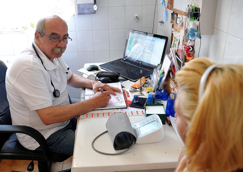Selmeczi Kamill doktor szerint is aggályos az adatkérés
