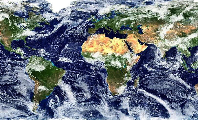 A széleken több, egyes mérsékeltövi területeken kevesebb lett a felhő