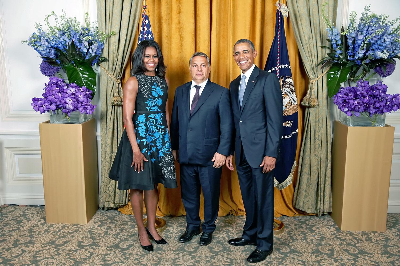 Protokollkép: Obama elnök a tavalyi ENSZ-közgyűlés alkalmából fotózkodott New Yorkban Orbánnal. Eddig, ne tovább?