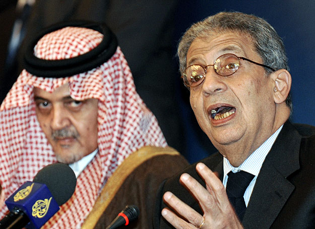 Saudi Arabian Foreign Minister Prince Saud Al-Faisal (L)  holds a joint news conference with Arab League Secretary General Amr Moussa at the end of a day long meeting with Arab foreign ministers in Kuwait City January 16, 2009. Arab foreign ministers