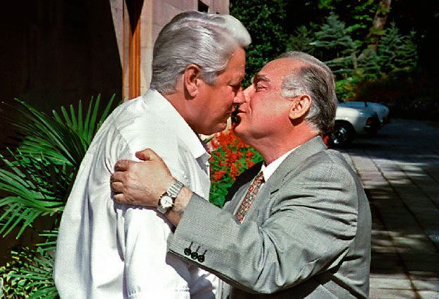 Russian President Boris Yeltsin (L) kisses Prime Minister Victor Chernomyrdin (R) prior to their meeting at the president's summer residence in Sochi in this file photo September 19, 1994. Former Russian prime minister Viktor Chernomyrdin, who create